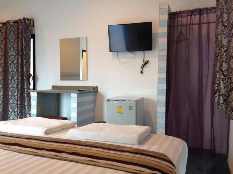 schickes hotelzimmer auf koh larn