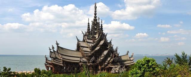 großer tempel aus holz