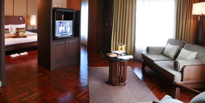 medern eingerichtetes hotelzimmer