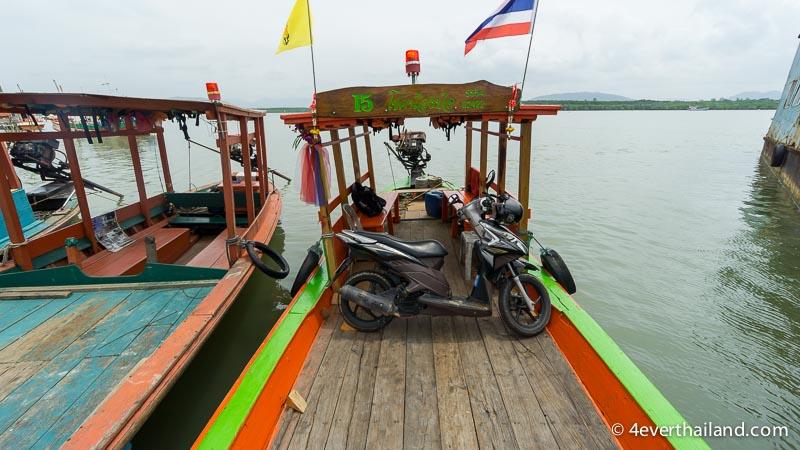 roller auf longtailboot