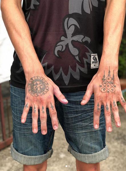 Sak Yant Tattoo Hände