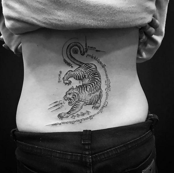 Sak Yant Tattoo Tiger auf Rücken